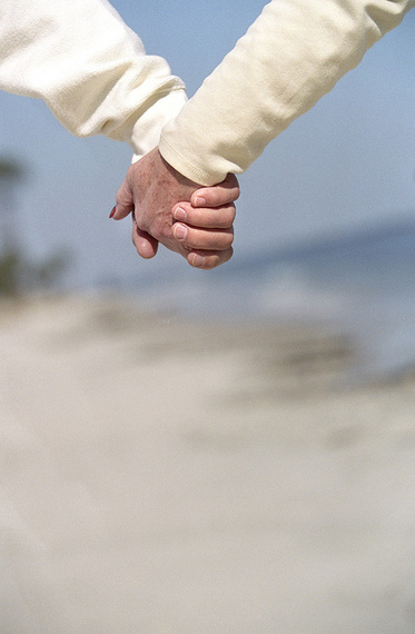 8 Simple ways happy couples stay happy